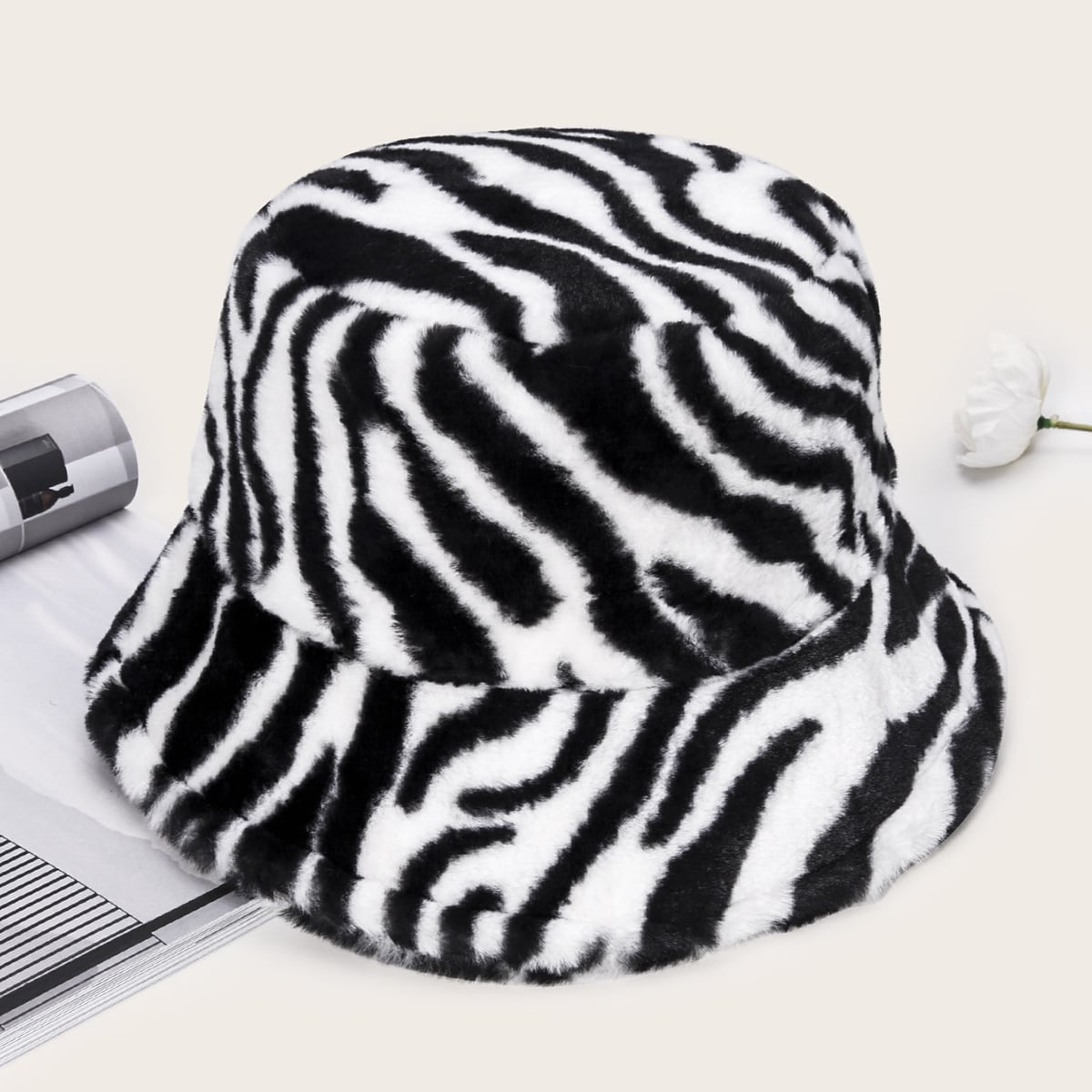 Шляпа в полоску зебры
