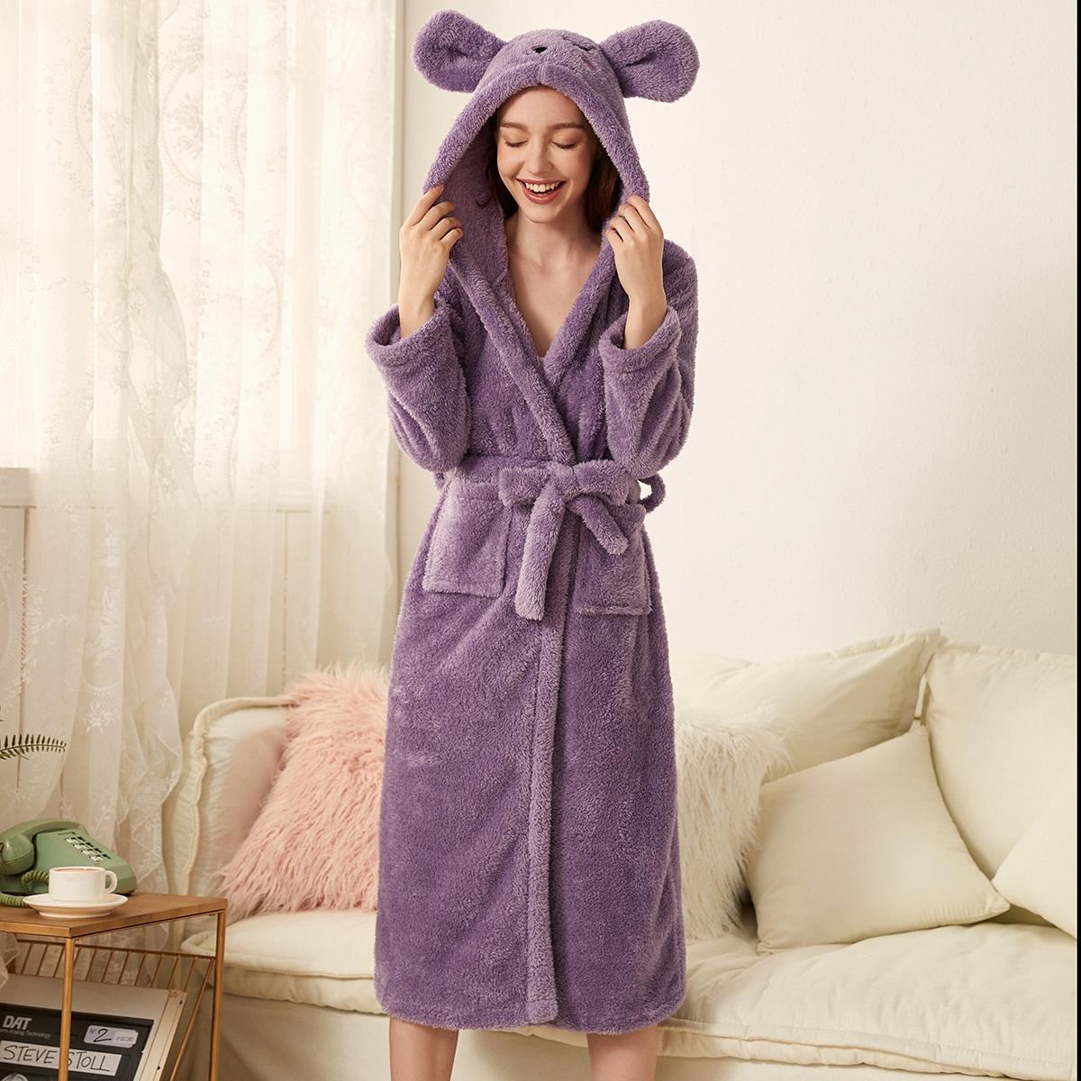 Плюшевый халат с капюшоном и поясом