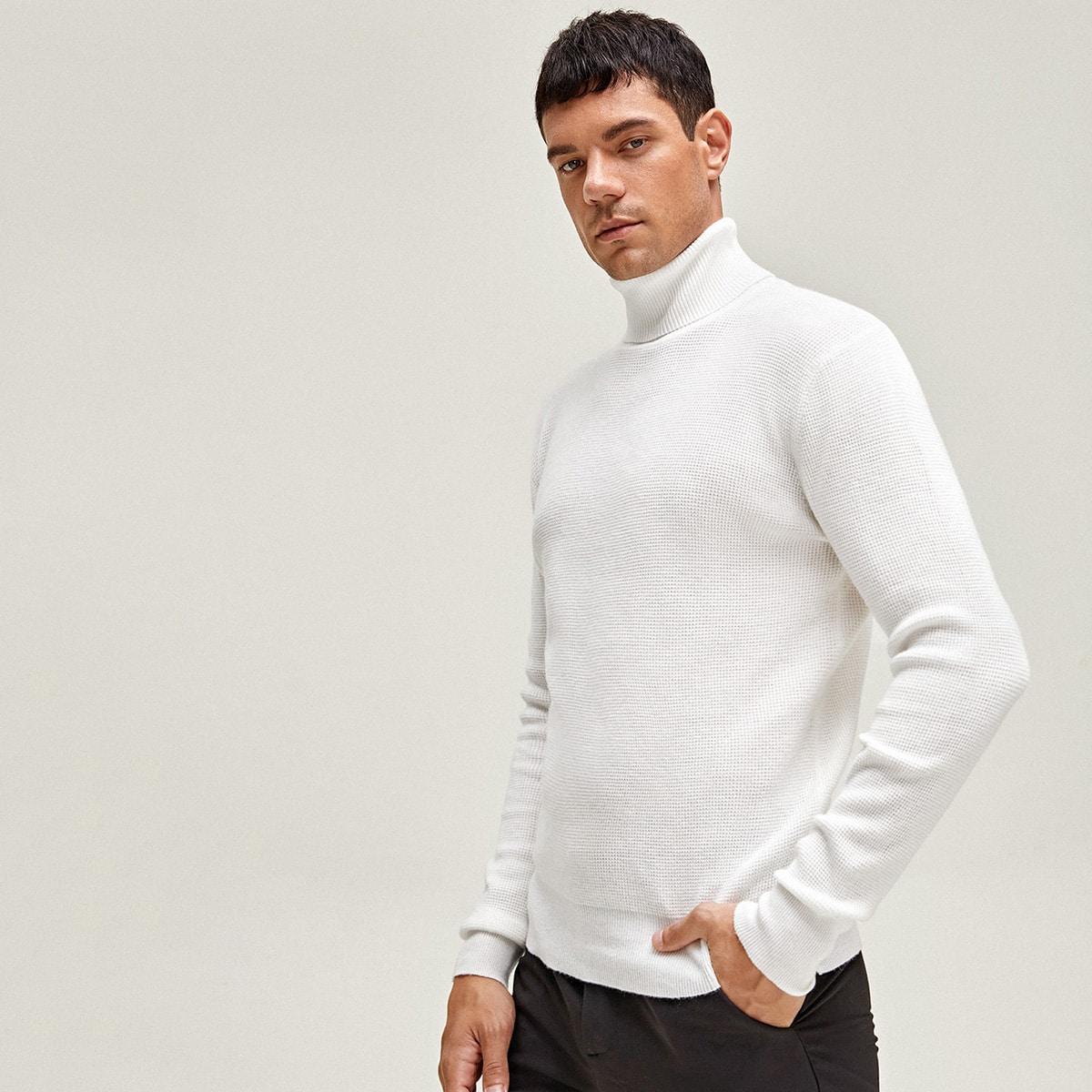 Мужской однотонный свитер с высоким воротником
