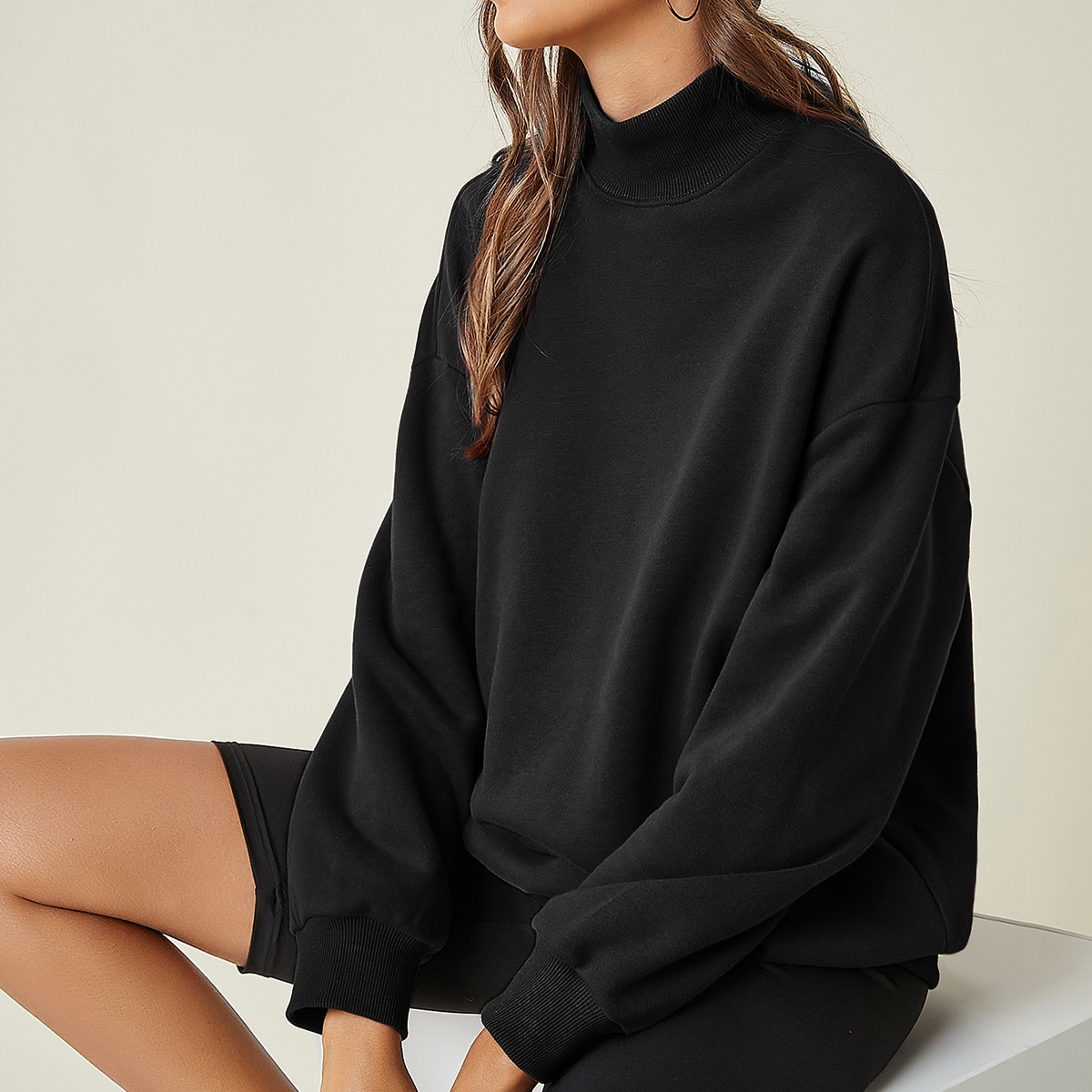 Пуловер оверсайз с высоким воротником