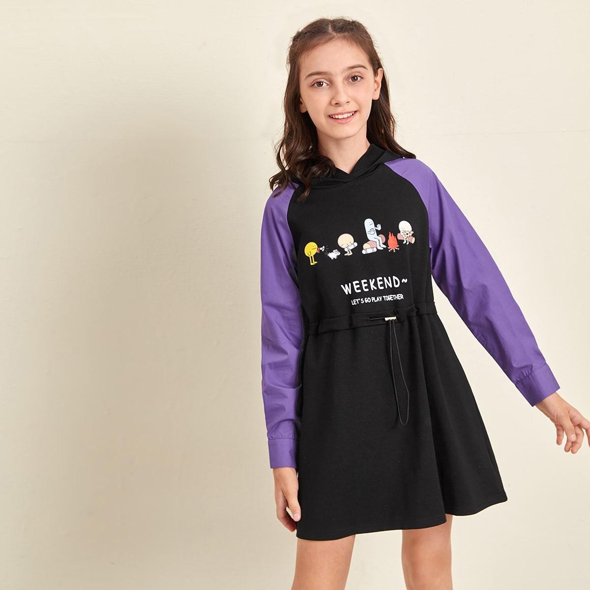 Платье с капюшоном, оригинальным принтом и контрастным рукавом реглан для девочек