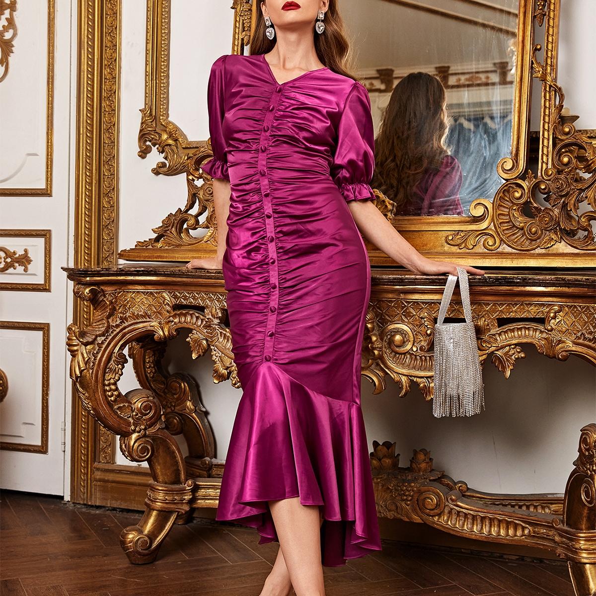 Атласное платье-русалка со сборкой и пуговицами