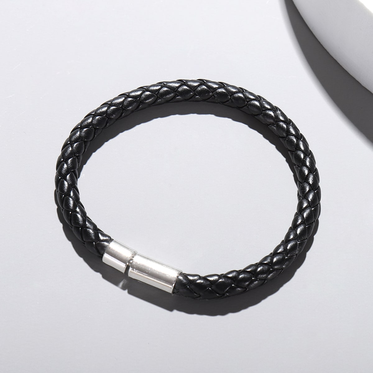 Плетеный браслет из искусственной кожи