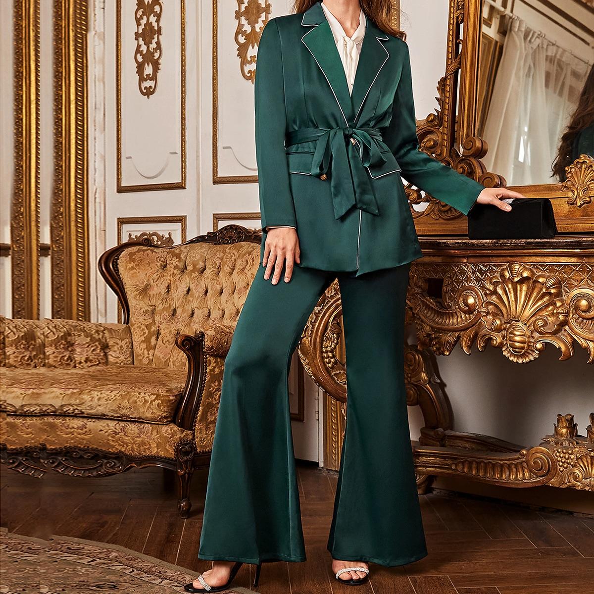 Атласный пиджак с поясом и брюки