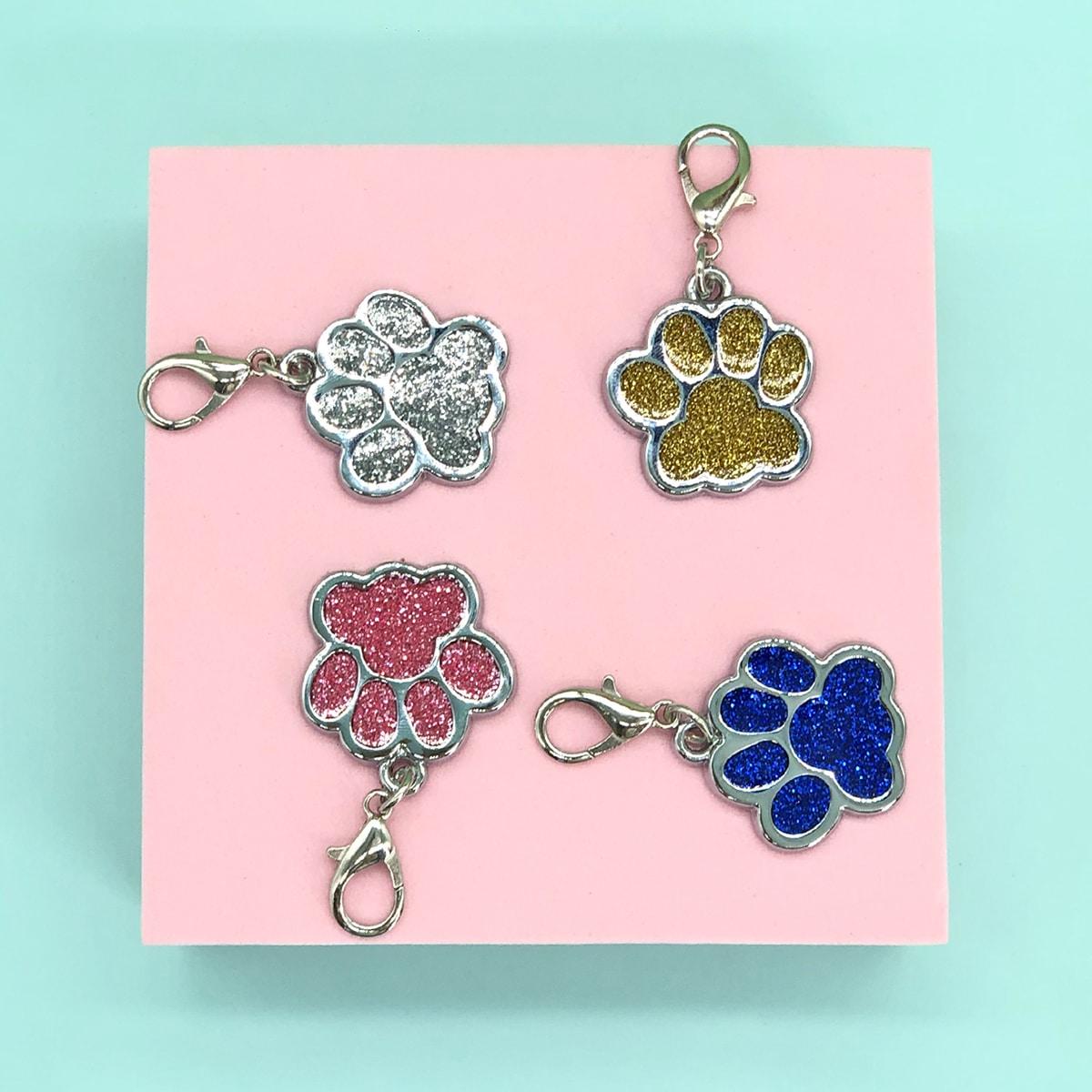 1 Stück Zufällige Farbe Halskette mit Pfote Muster für Hund