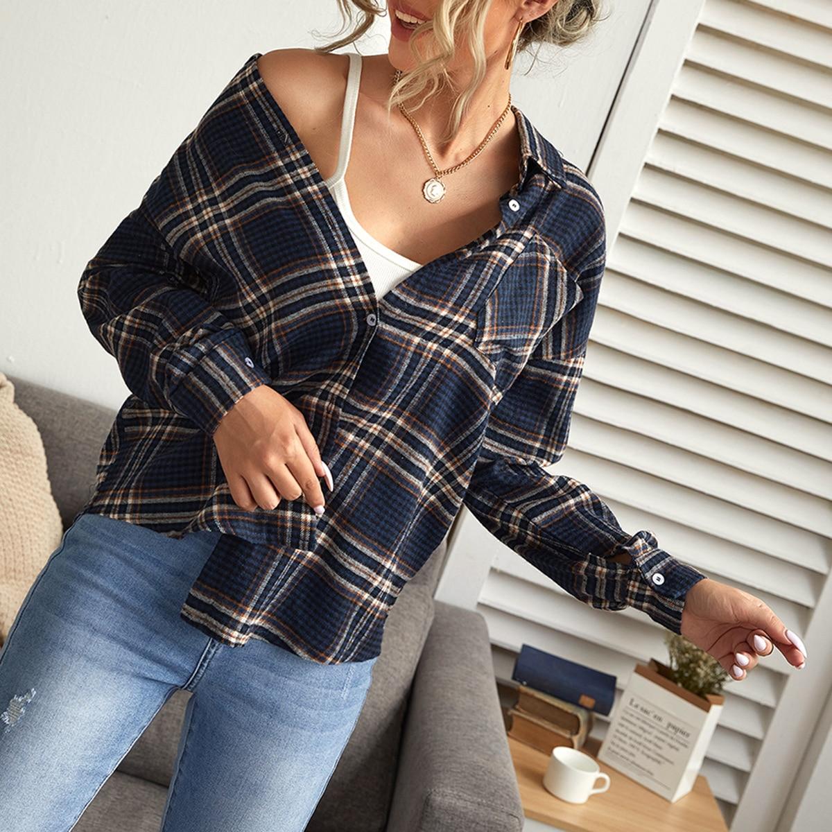 Блуза в клетку со спущенным рукавом