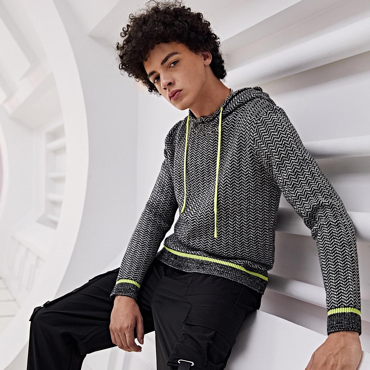Мужской свитер с капюшоном и зигзагообразным узором