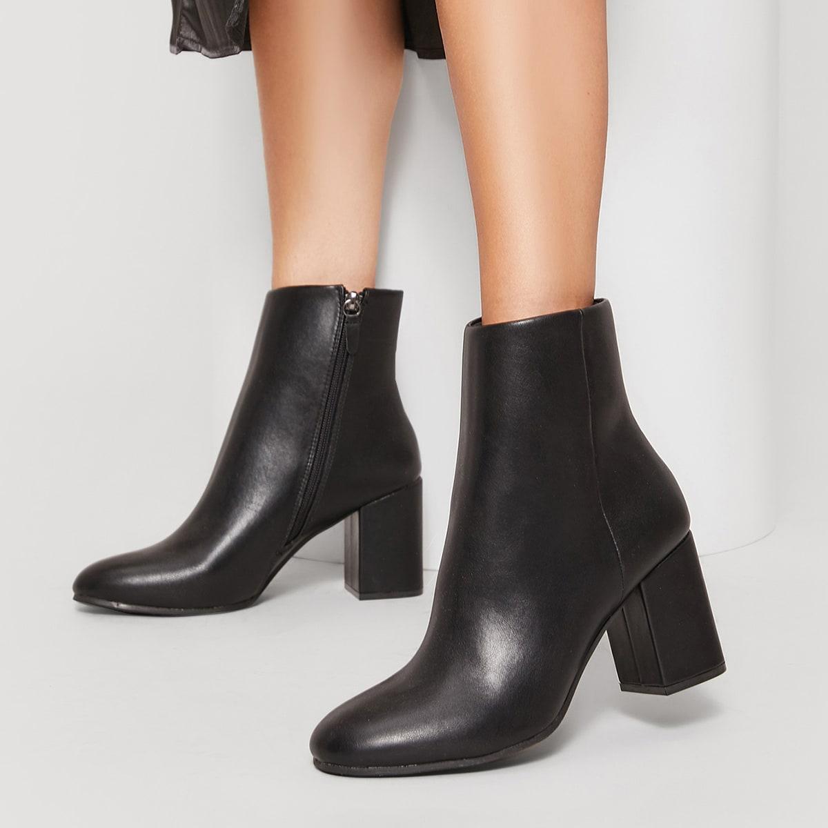 Сапоги на каблуках с молнией