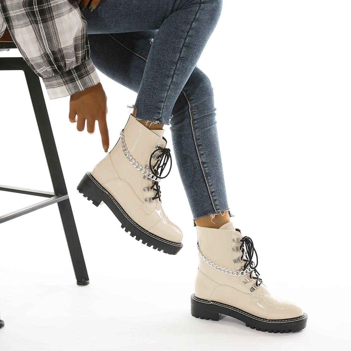 Ботинки из лакированной кожи с цепочкой