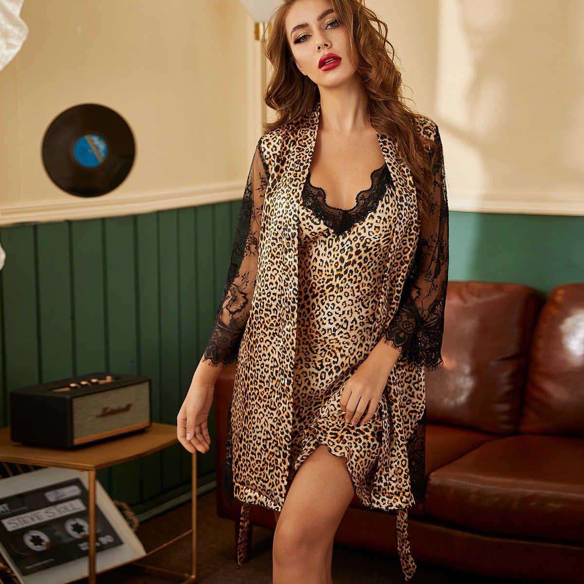 Платье на бретельках и халат с леопардовым принтом и кружевом