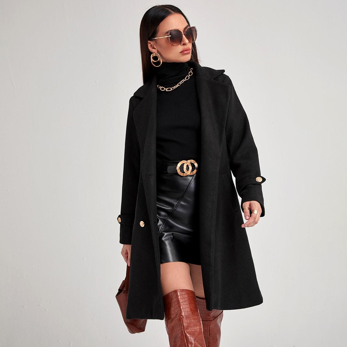 Двубортное пальто с карманом и лацканами