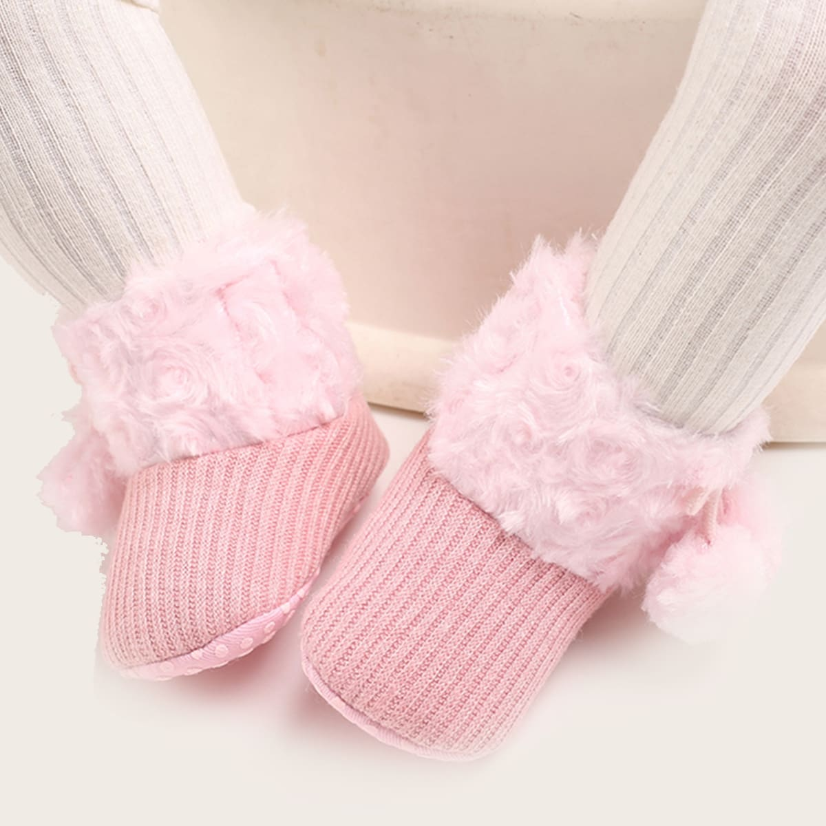Плюшевые сапоги с помпоном для девочек
