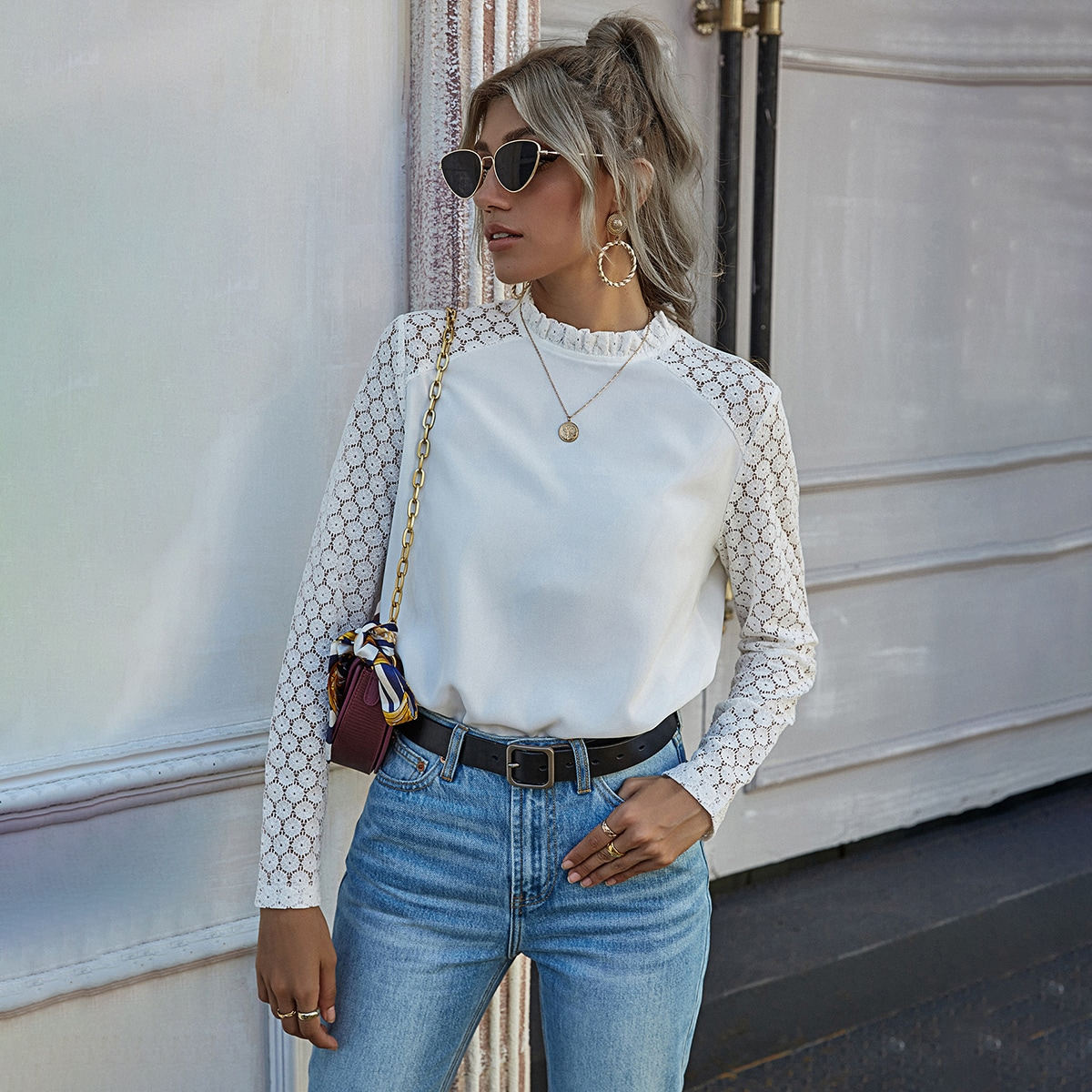 Блузка с кружевным рукавом