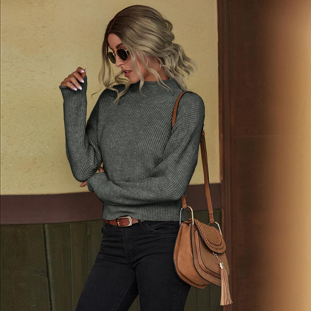 Трикотажный свитер с воротником-стойкой