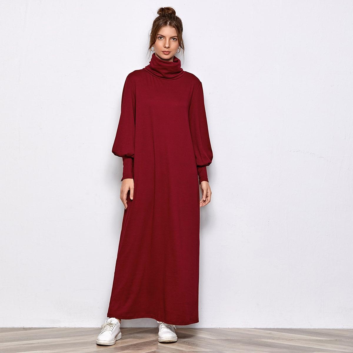 Однотонное платье с оригинальным рукавом