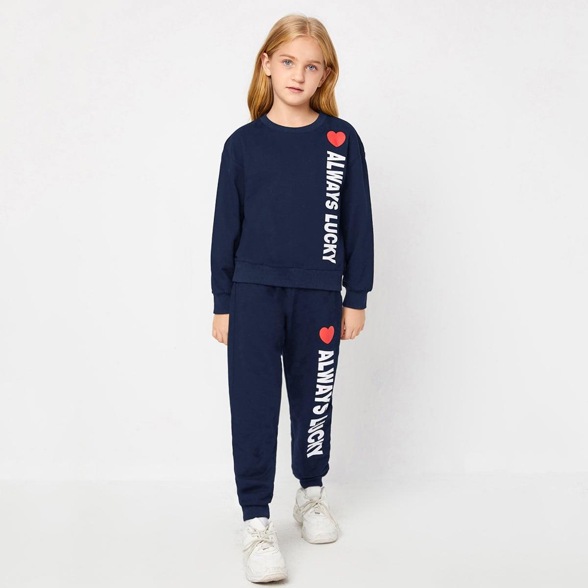 Пуловеи и джоггеры с текстовым принтом для девочек
