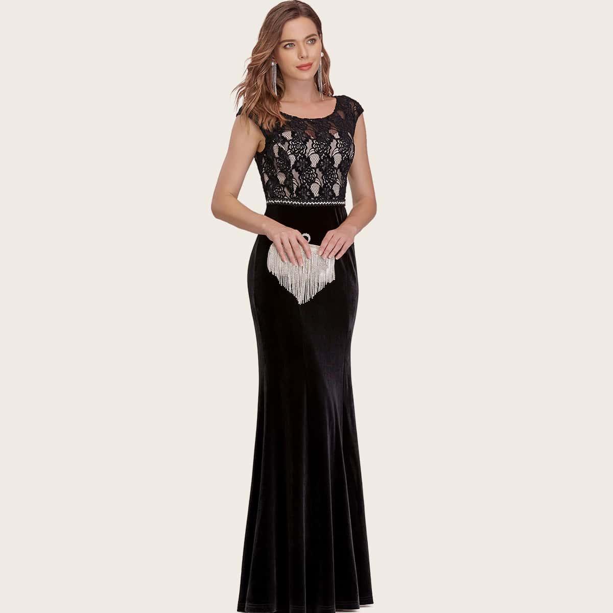Бархатное платье-русалка с кружевной отделкой