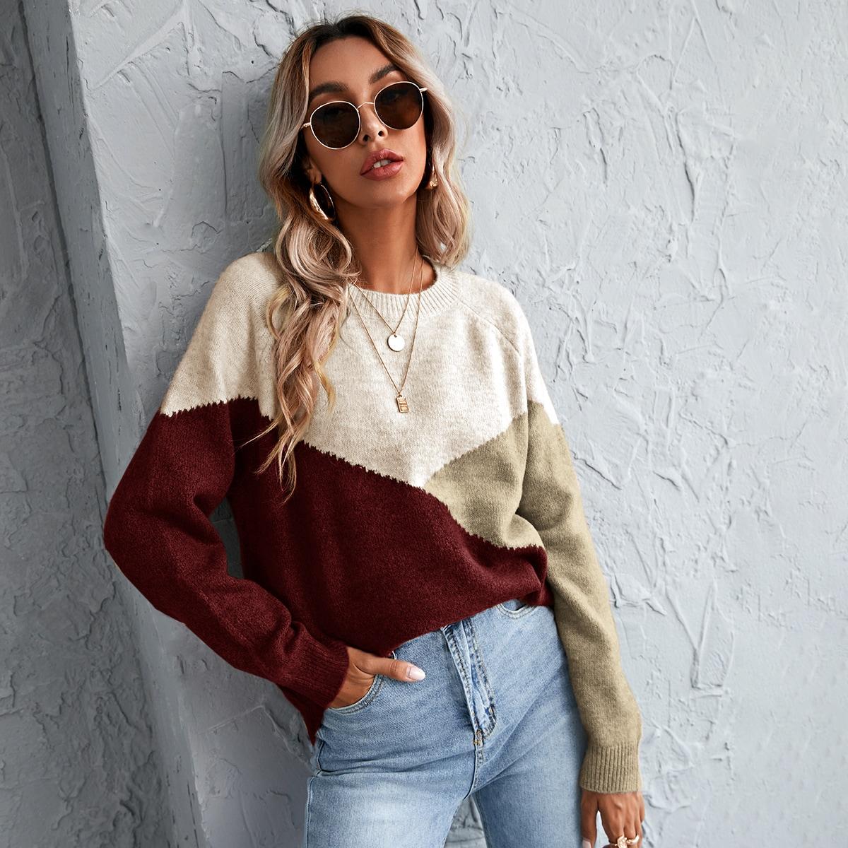 Контрастный свитер с рукавом-регланом