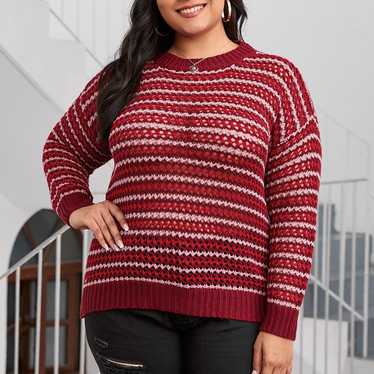 Трикотажный свитер в полоску размера плюс