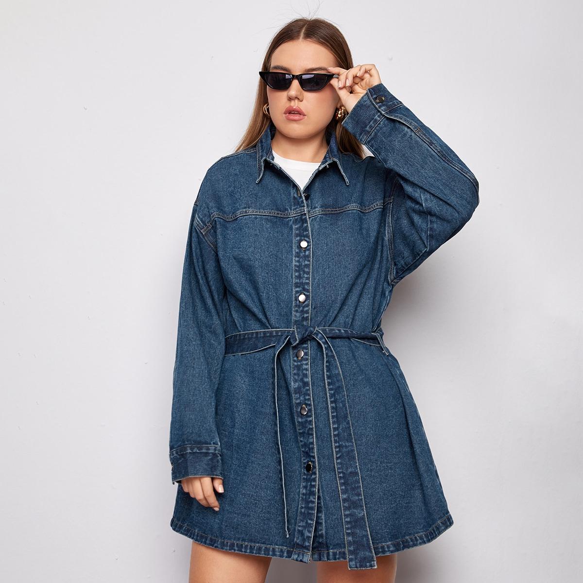 Джинсовая куртка размера плюс с пуговицами и поясом