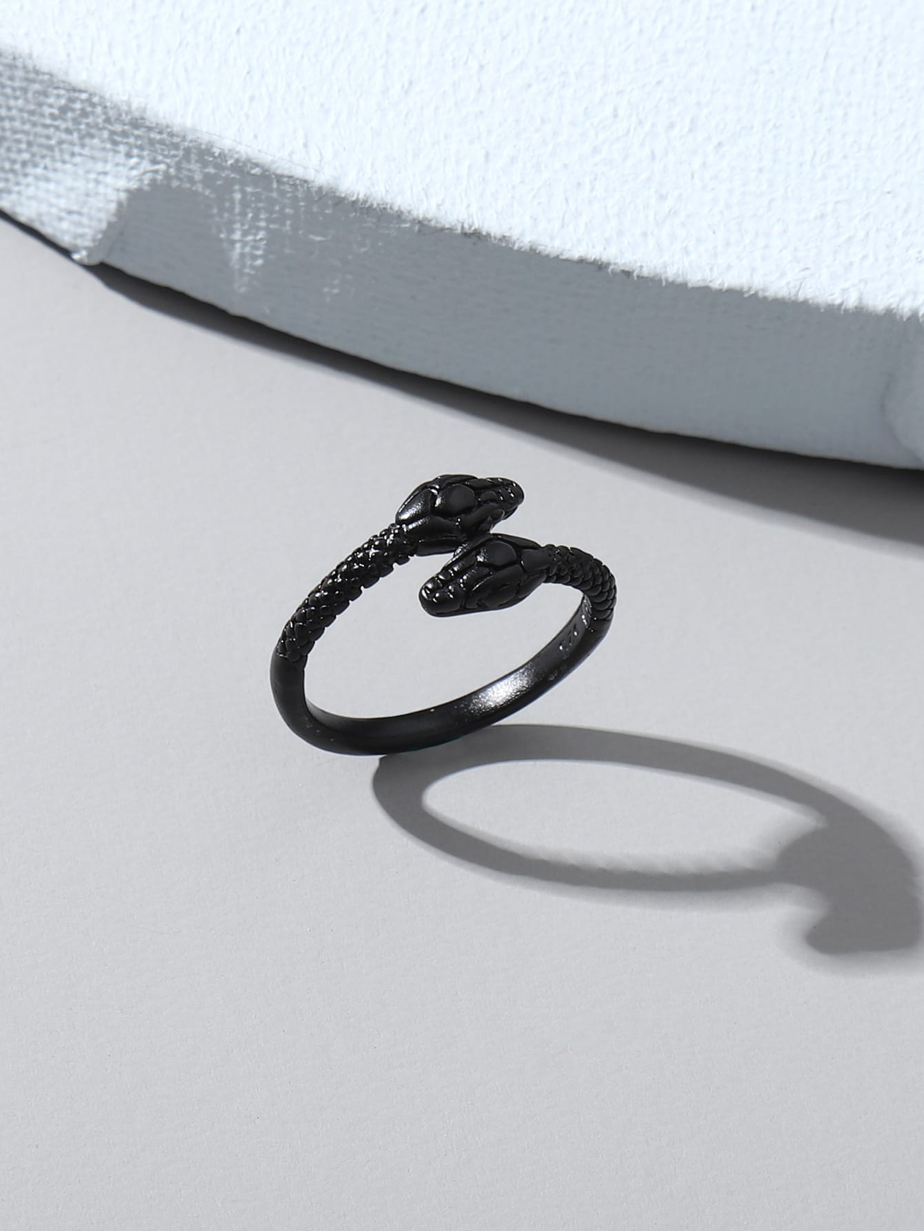 Serpentine Design Ring thumbnail