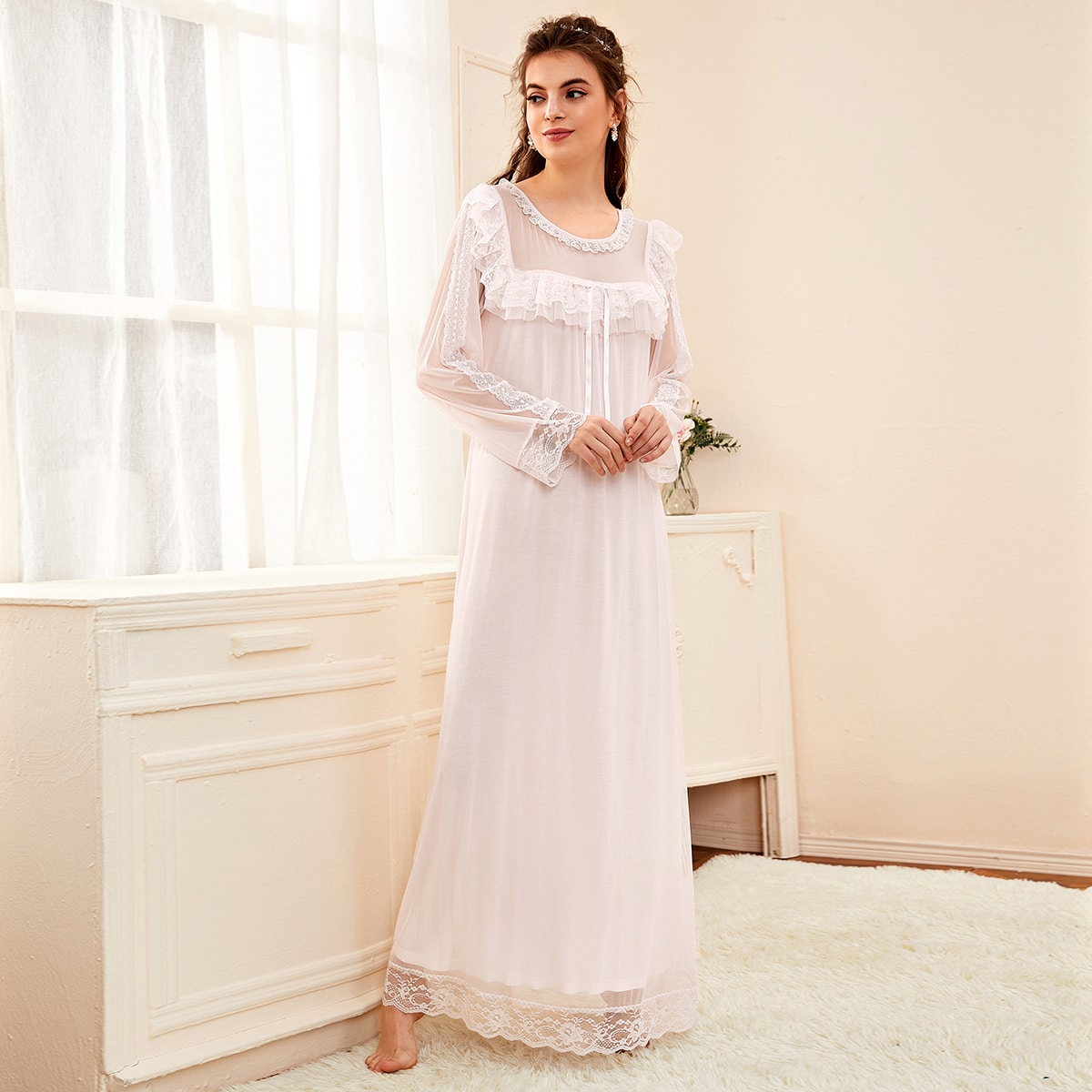 Контрастное кружевное ночное платье с бантом спереди и сеткой