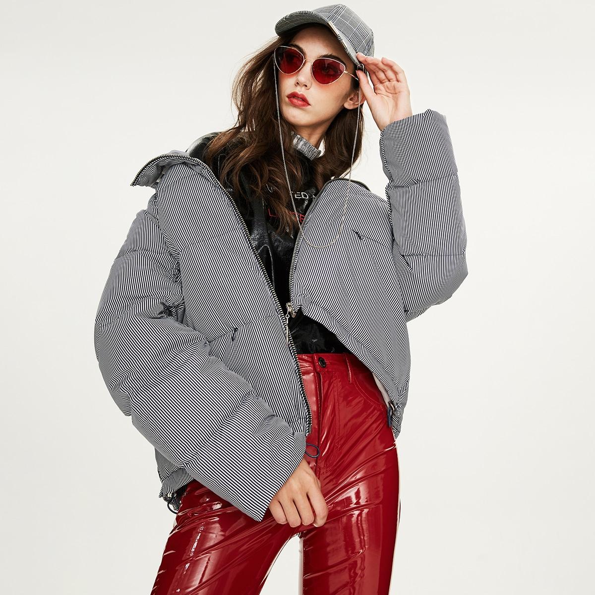 Пуховое пальто в полоску с молнией