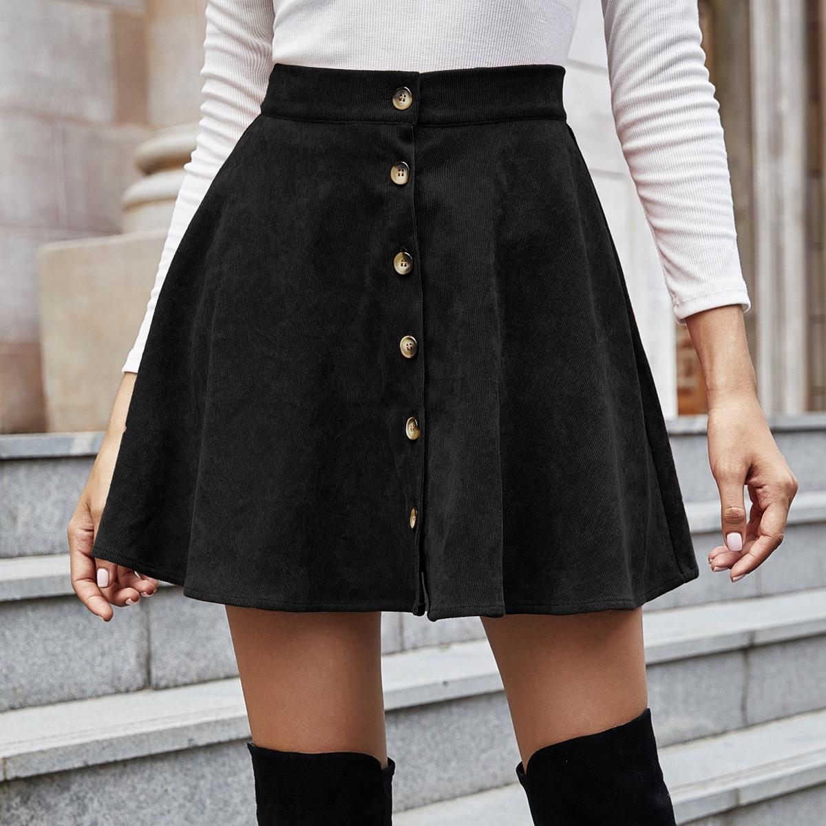 Вельветовая расклешенная юбка с пуговицами