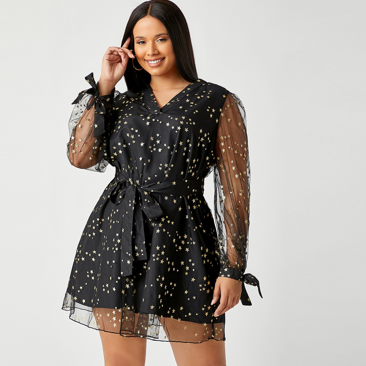 Сетчатое платье размера плюс с v-образным воротником и поясом