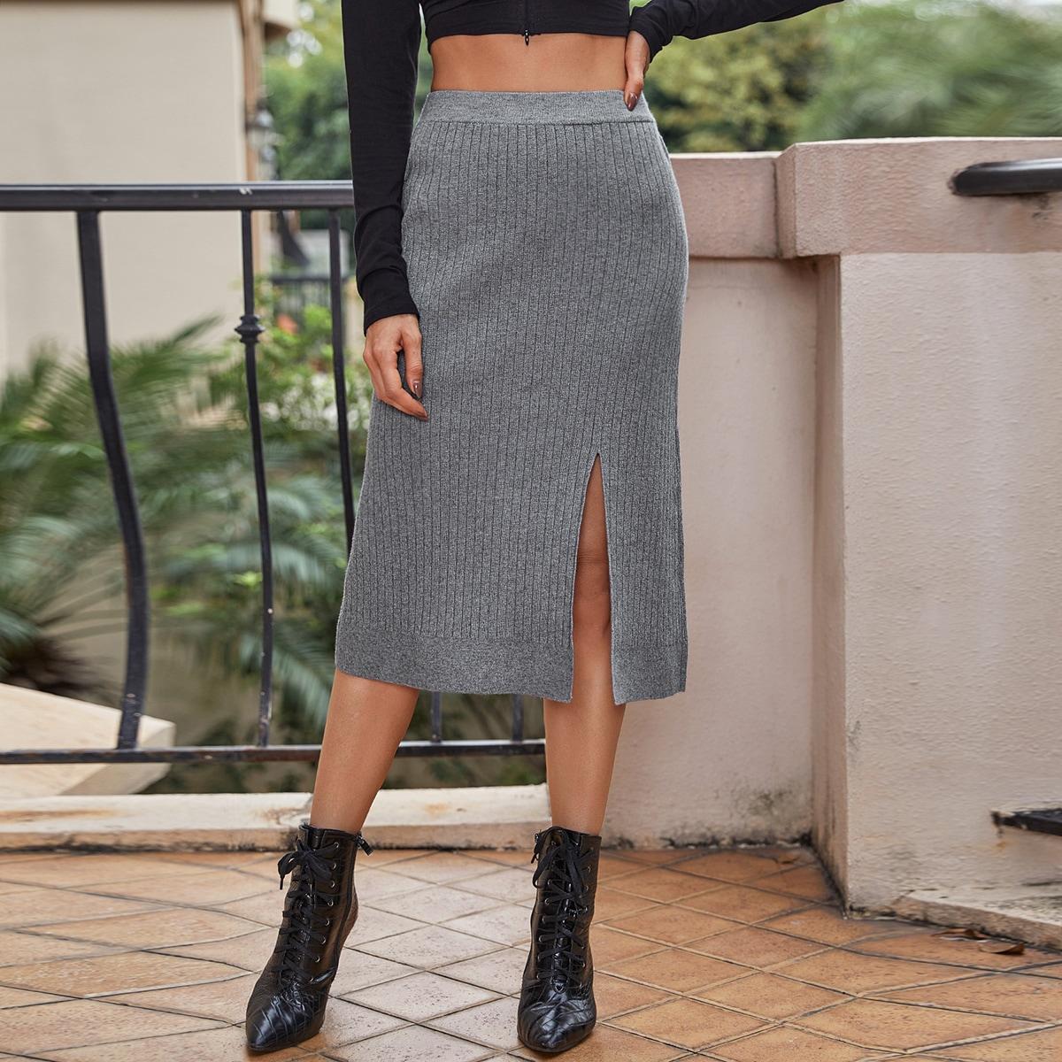 Однотонная трикотажная юбка с разрезом
