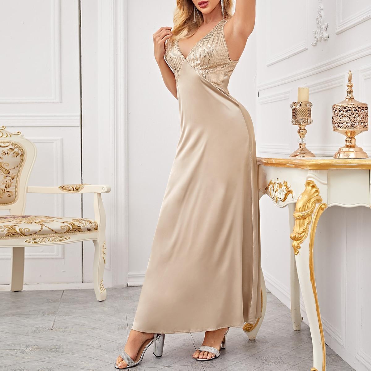 Платье с открытой спиной и блестящим лифом