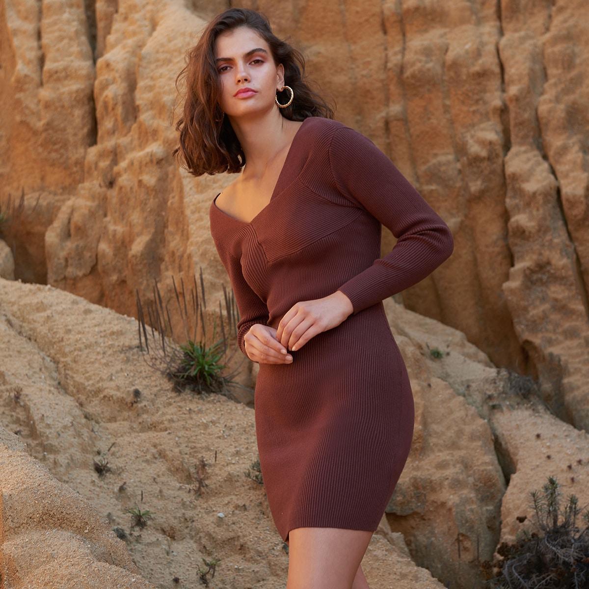 Асимметричное платье с разрезом сзади