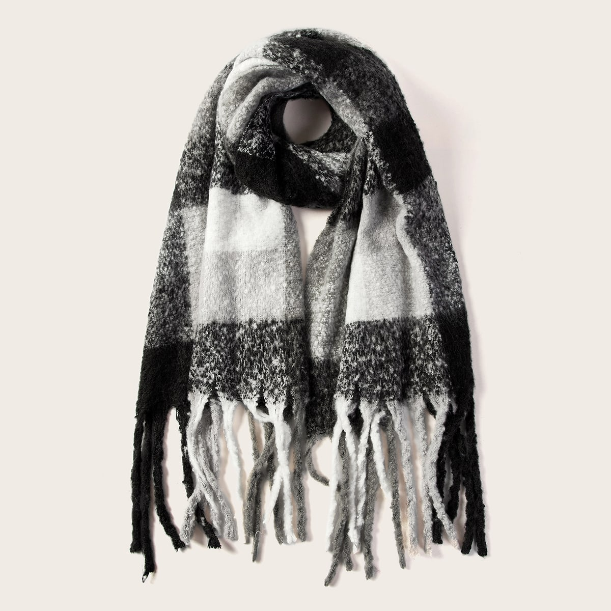 Клетчатый шарф с бахромой