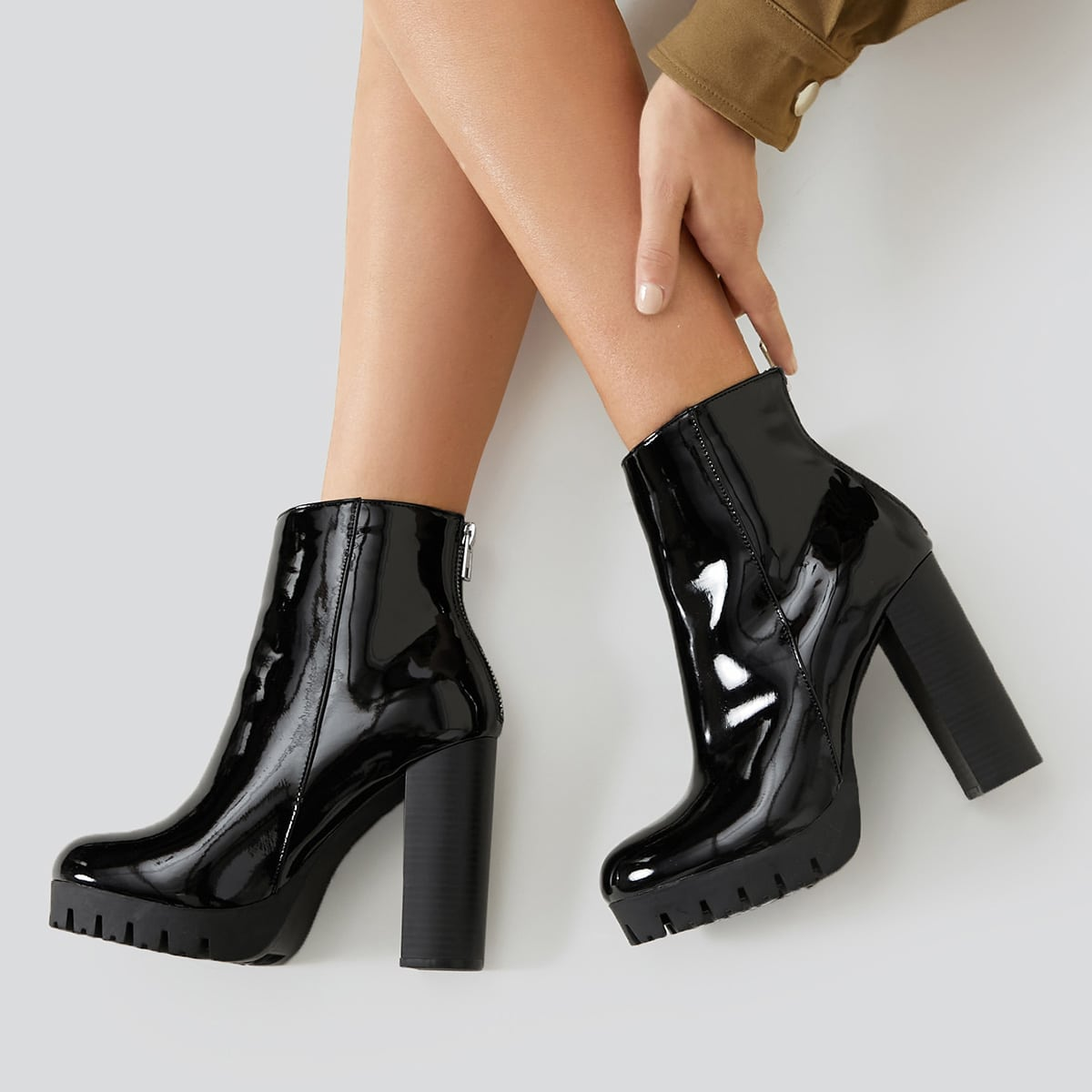 Ботинки на высоком каблуке из искусственной лакированной кожи