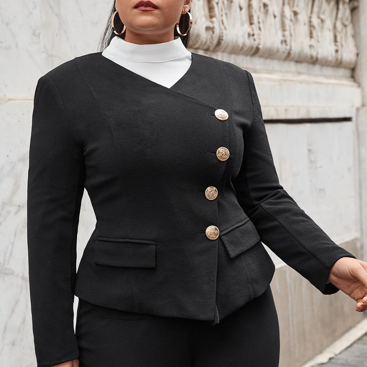 Пиджак размера плюс с пуговицами