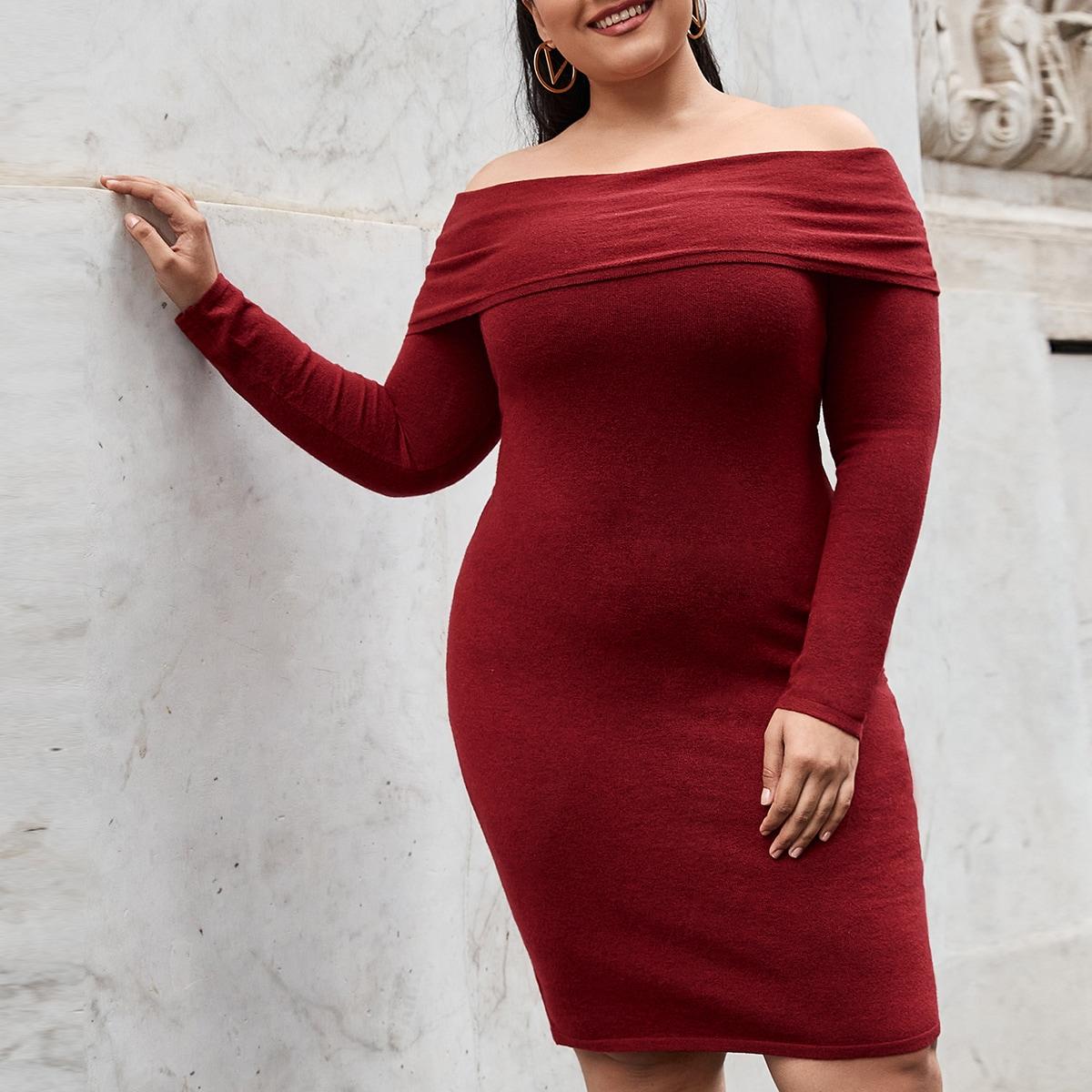 Однотонное облегающее платье размера плюс с открытыми плечами