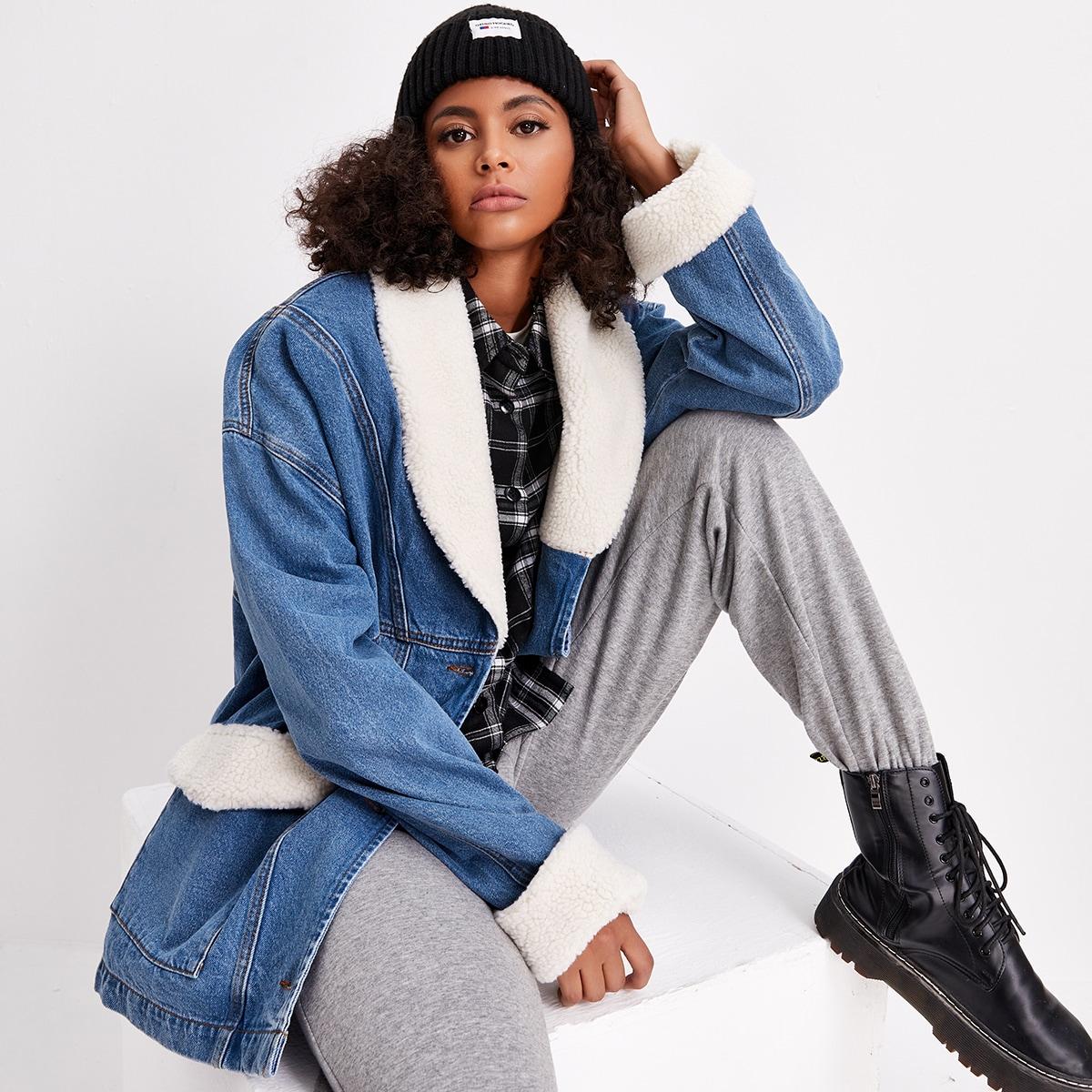 Контрастная джинсовая куртка с плюшевой отделкой