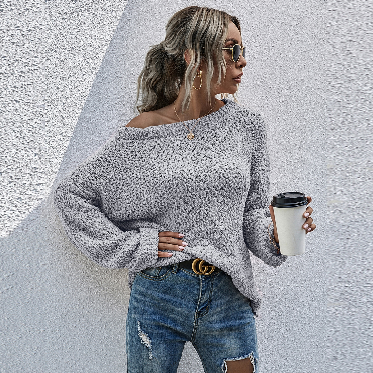Трикотажный свитер со спущенным рукавом