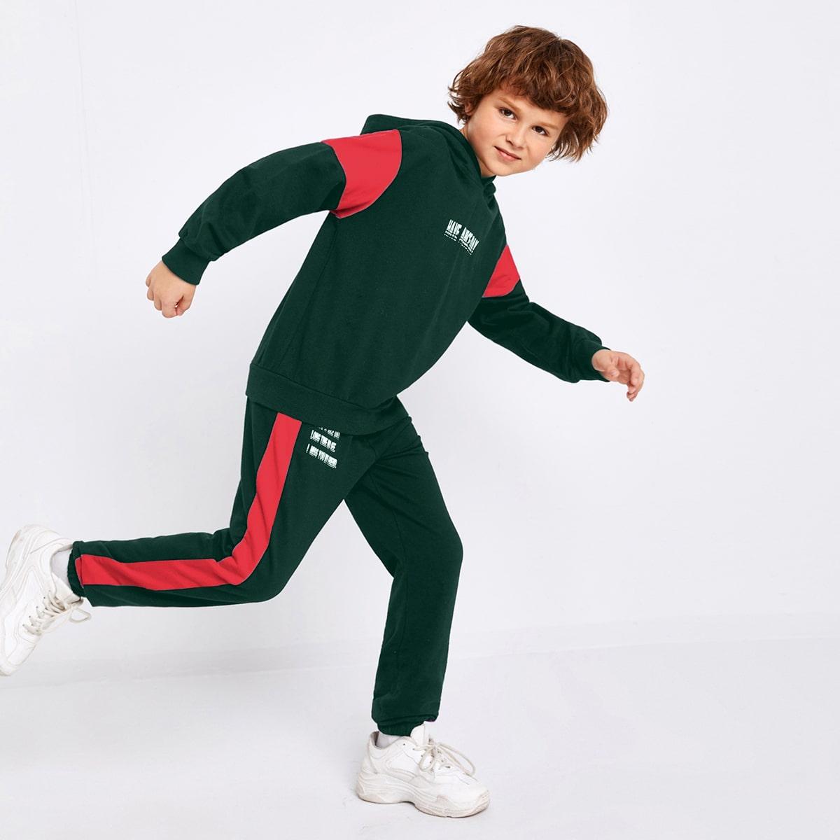 Спортивные брюки и контрастная толстовка с текстовым принтом для мальчиков