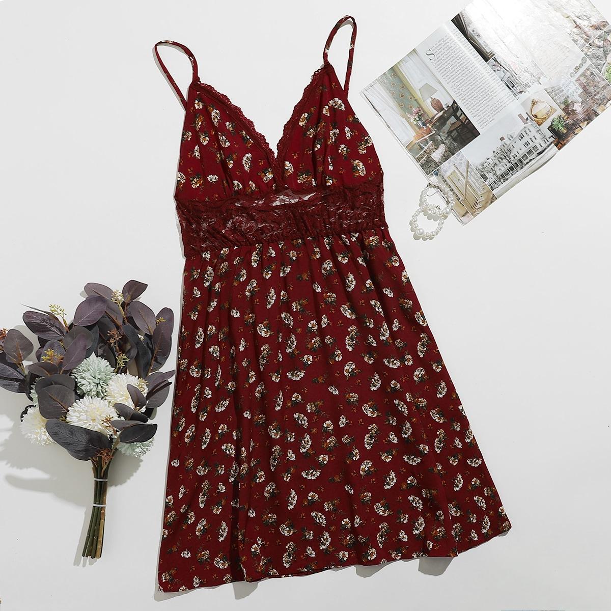 Ночная рубашка с кружевной вставкой и цветочным принтом
