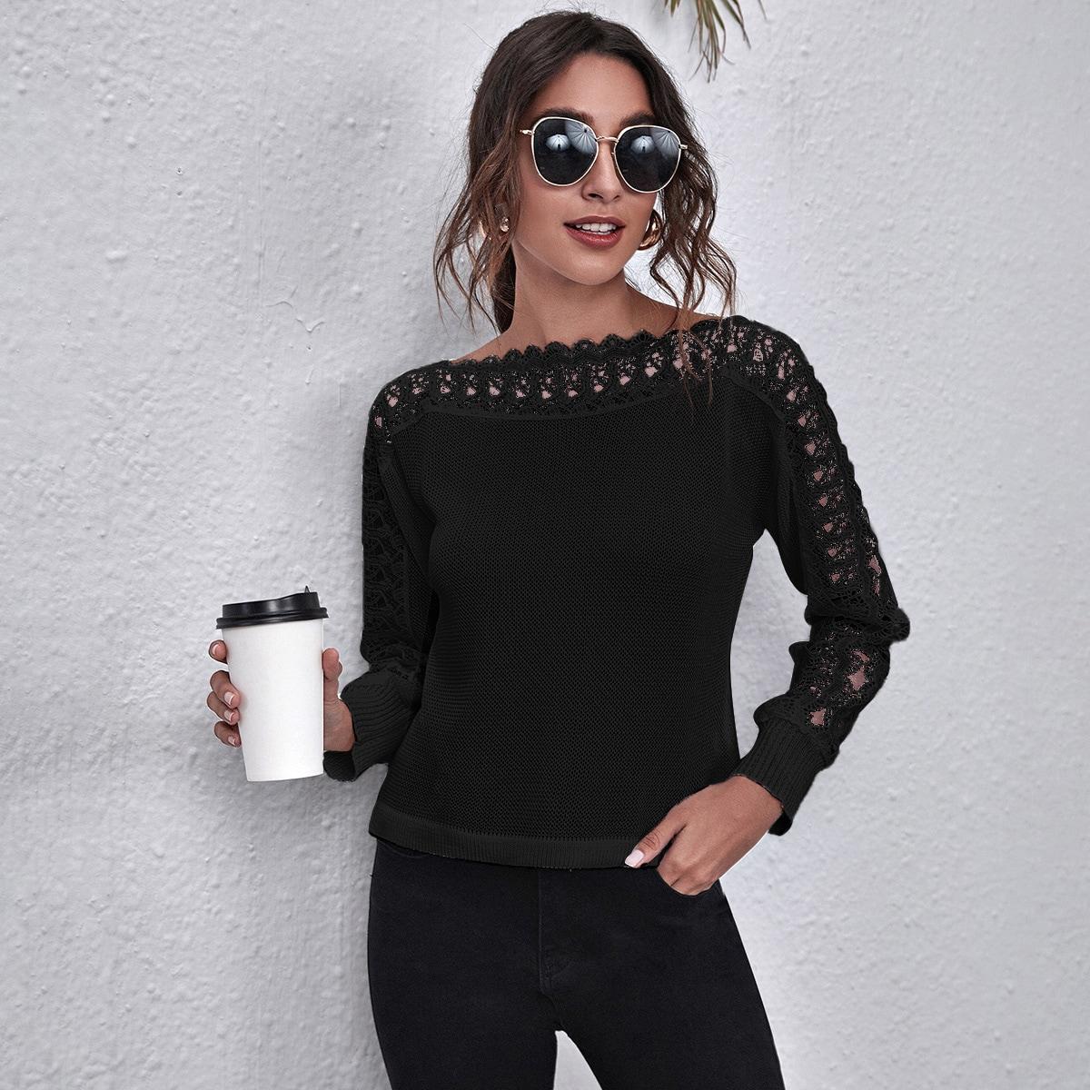 Однотонный свитер с кружевной отделкой