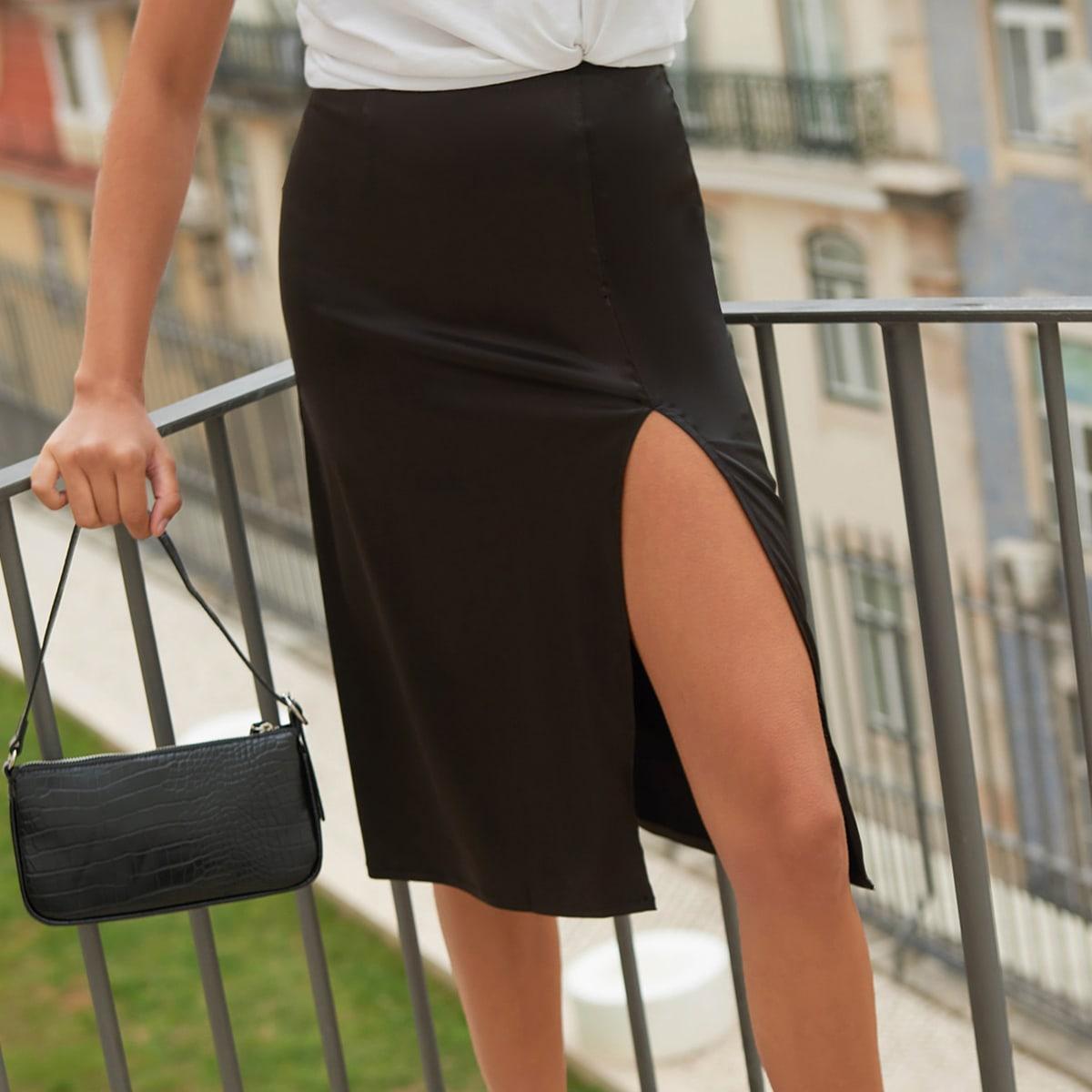 Атласная юбка с разрезом