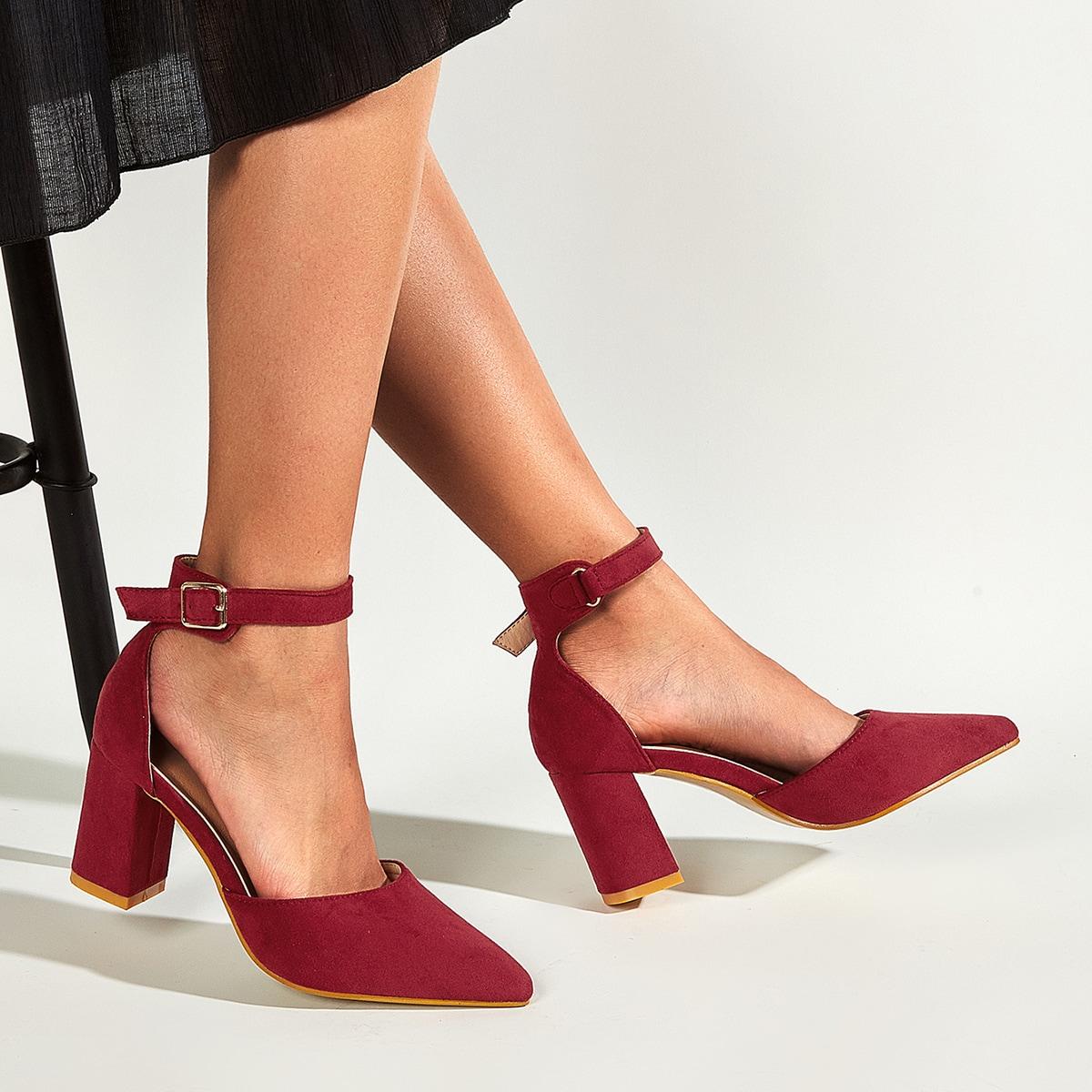 Туфли на каблуках с острым носком