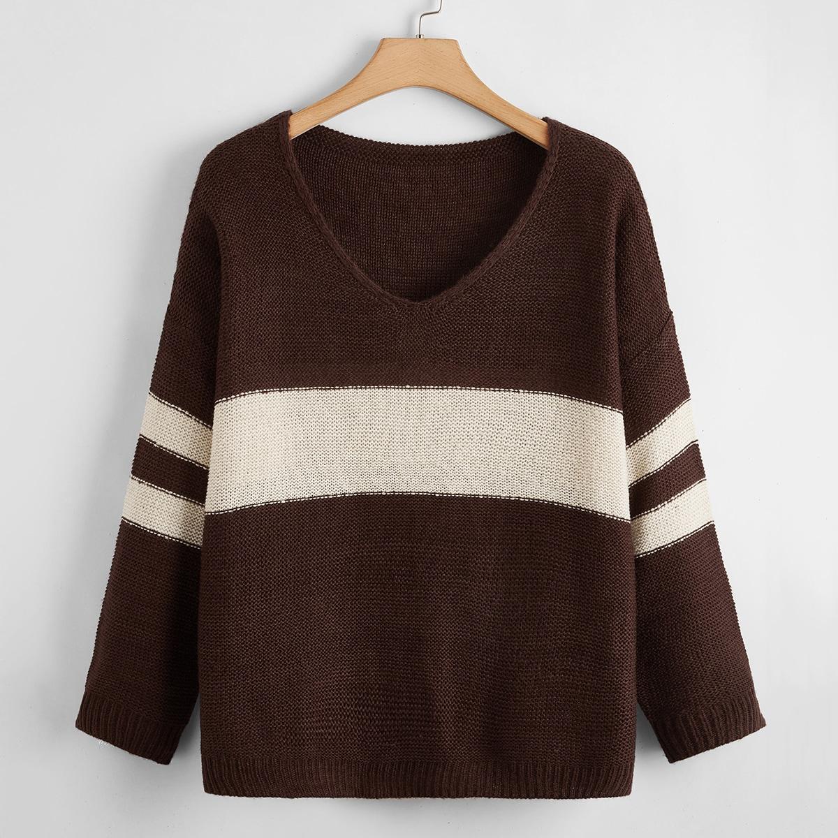 Контрастный свитер размера плюс с полосками