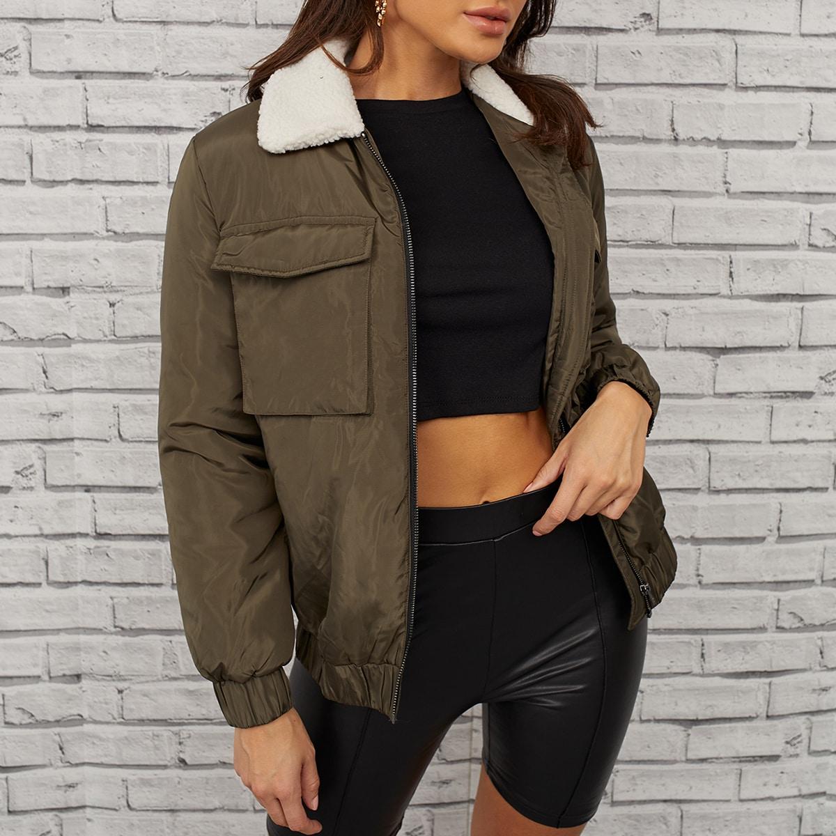 Куртка на молнии с карманом и плюшевым воротником