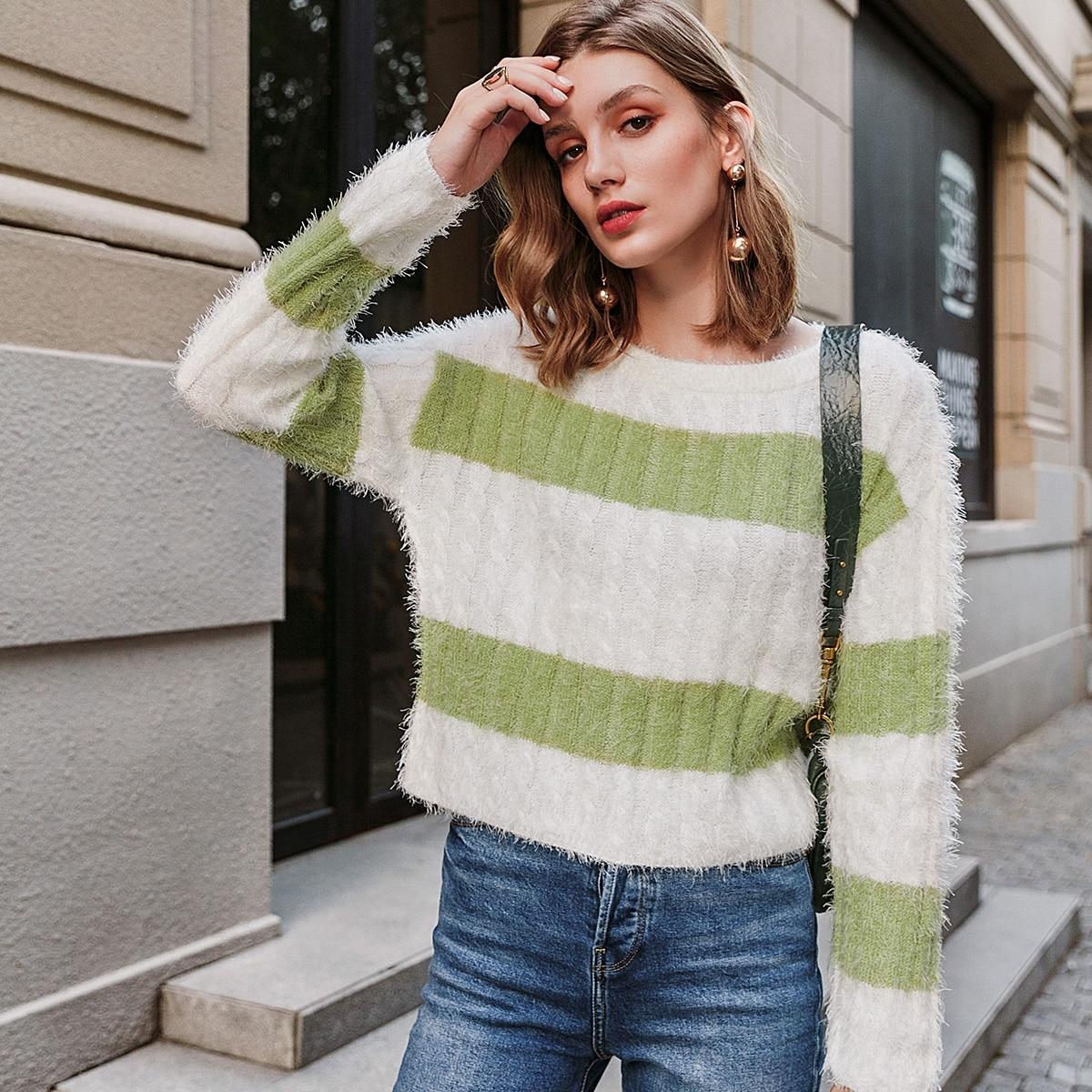 контрастный вязаный свитер