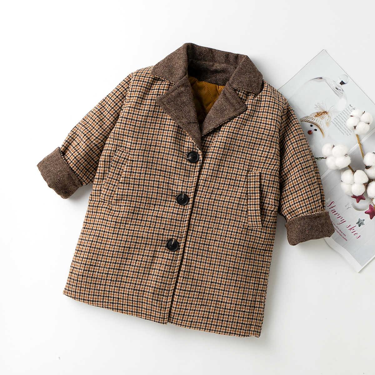 Пальто в клетку на пуговицах для девочек