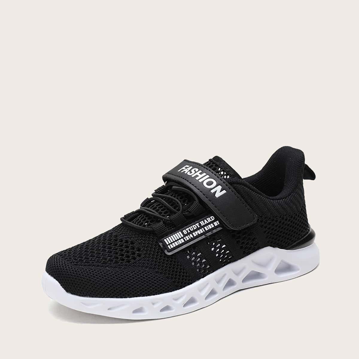 На шнурках буква детские кроссовки