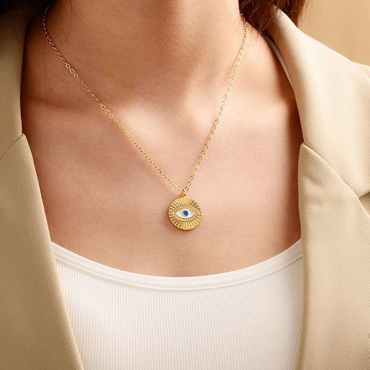 Ожерелье с подвеской в форме глаз