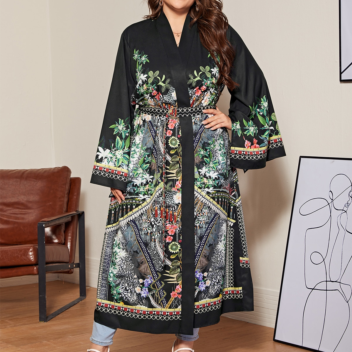 Кимоно размера плюс с цветочным принтом и поясом